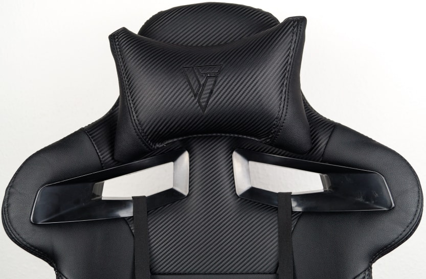 Close-up of the headrest, neck pillow and venting windows of the sl4000.