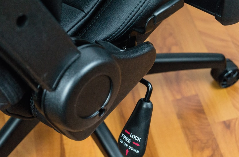Lever to adjust the racing seat's rockign and tilt function.