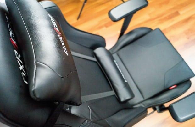 plain black design of a dxracer