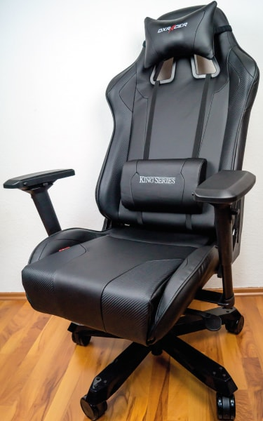 The reviewed gaming chair in frontal perspective